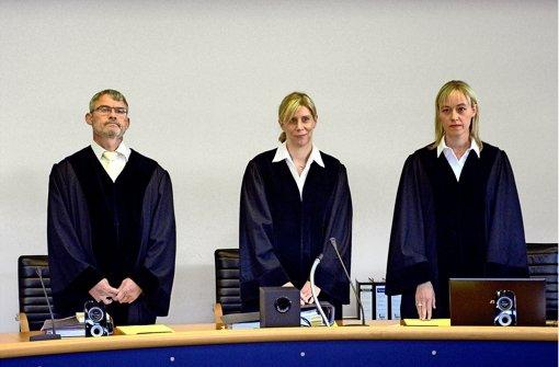 Die 18. Große Strafkammer: Manuela Haußmann (Mitte) ist die Vorsitzende, Ann  Müller-Nies die Berichterstatterin,  Georg Böckenhoff als Beisitzer ist der dritte Berufsrichter der Kammer, der auch zwei Schöffen angehören. Foto: dpa