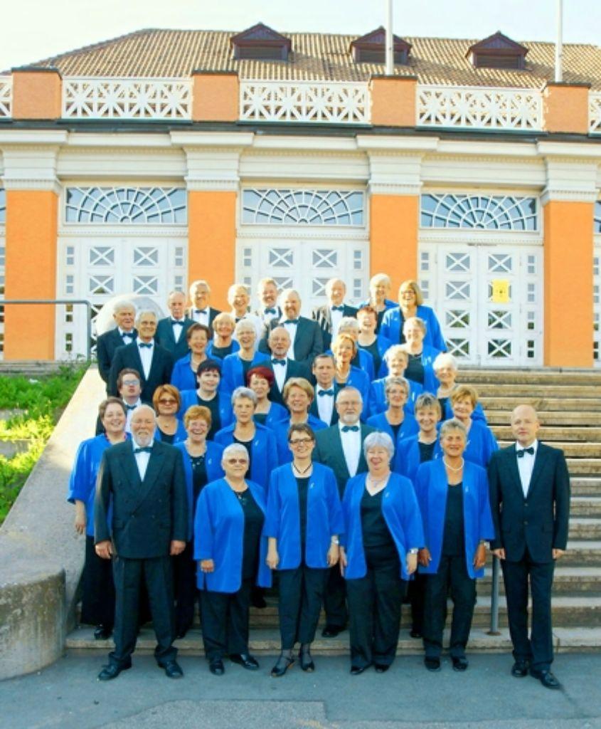 Rund 40 Frauen und Männer singen im Chor des Feuerbacher Gesangvereins. Foto: z