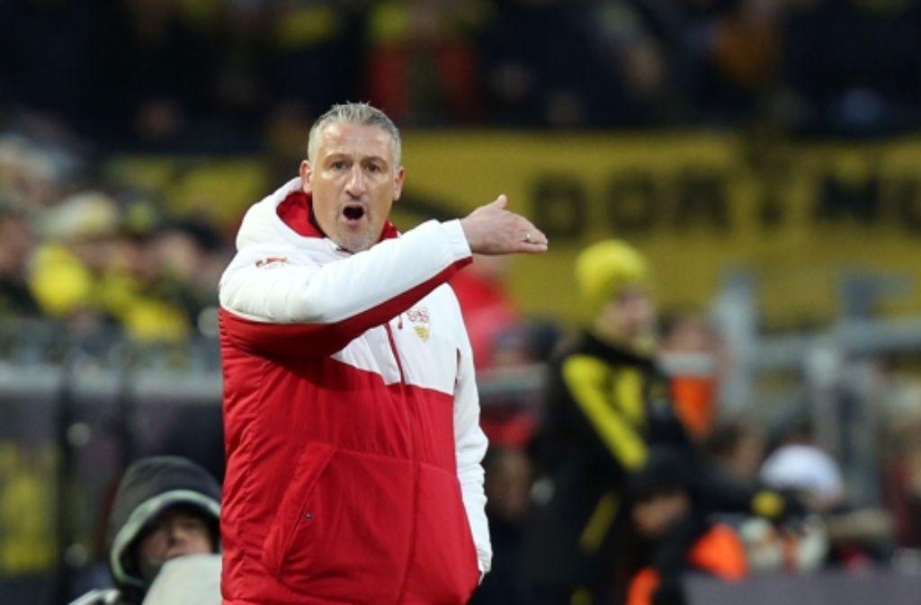 Jürgen Kramny erlebt eine aufregende Premiere als Bundesligatrainer. Unsere Bildergalerie zeigt Szenen der Partie gegen den BVB Dortmund. Foto: Baumann