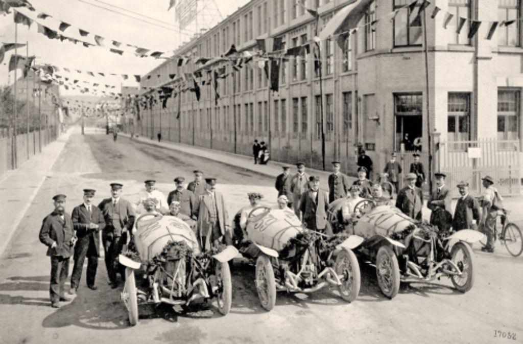 Im  Juli 1914 präsentieren sich die Sieger von Lyon in Untertürkheim. Weitere historische Bilder von der Rallye zeigen wir in der folgenden Bilderstrecke. Foto: Daimler AG