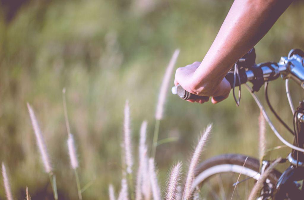 Die 33-Jährige war nackt auf dem Fahrrad unterwegs (Symbolbild). Foto: Shutterstock/Kay chompen