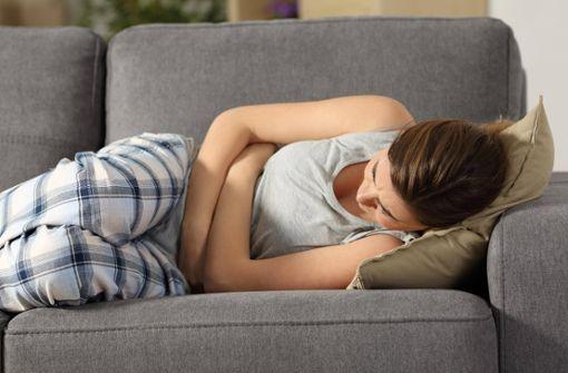 Krämpfe und Unterleibsschmerzen: Was hilft gegen Regelschmerzen?