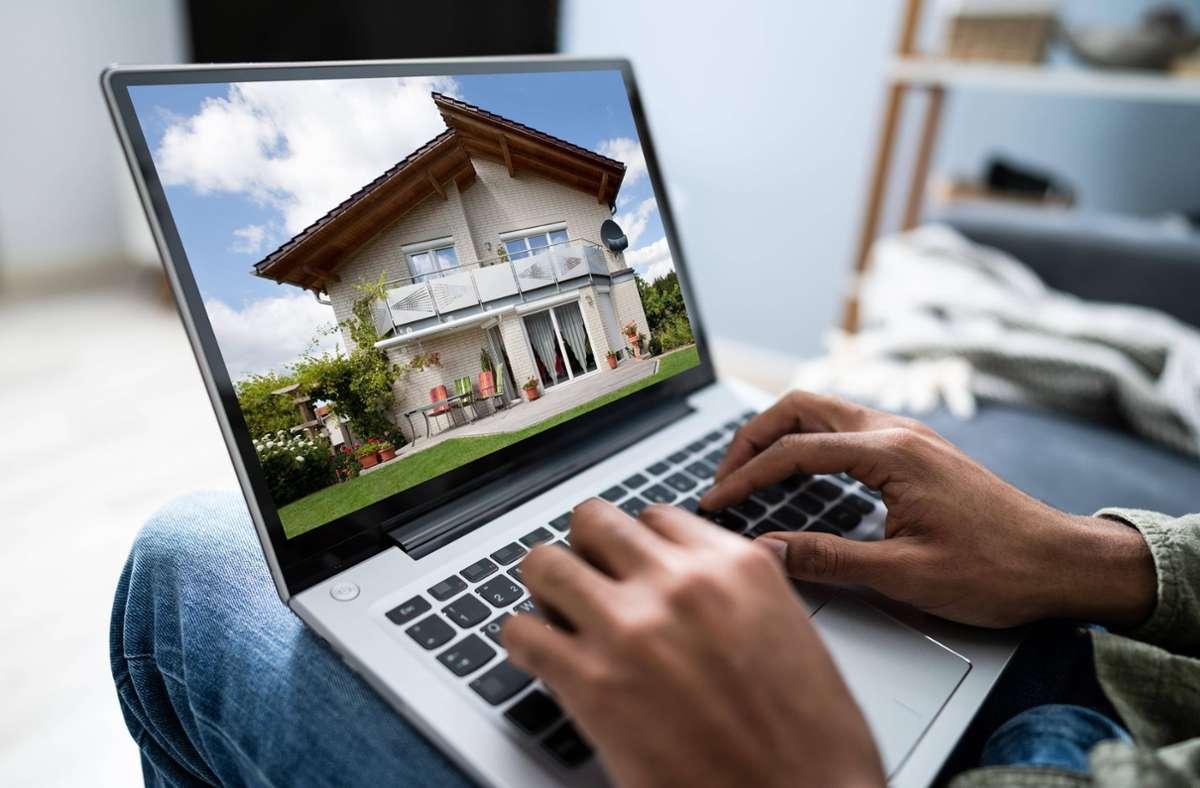 Für Immobilienanzeigen im Netz sind gute Bilder wichtig. Doch sie geben auch viel von der Privatsphäre derjenigen preis, die in der Wohnung oder dem Haus leben. Foto: imago images/Panthermedia