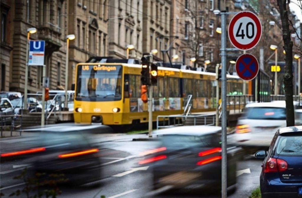 An der Hohenheimer Straße gilt bereits Tempo 40. Nun sollen weitere Straßen folgen. Foto: Archiv/Achim Zweygarth