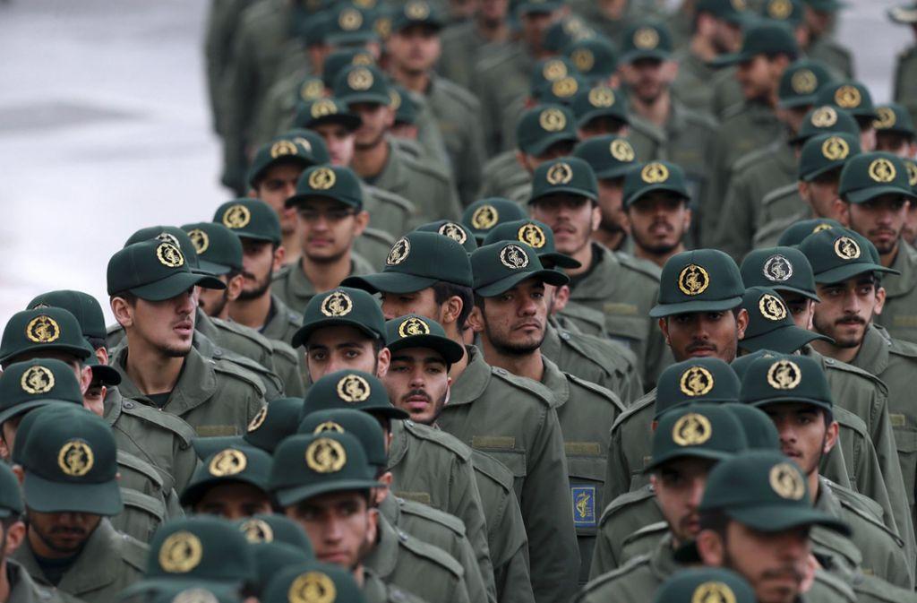 Die Revolutionsgarden sind im Iran laut Verfassung die Eliteeinheit der iranischen Streitkräfte und seit mehr als drei Jahrzehnten weitaus wichtiger als die klassische Armee. Foto: AP