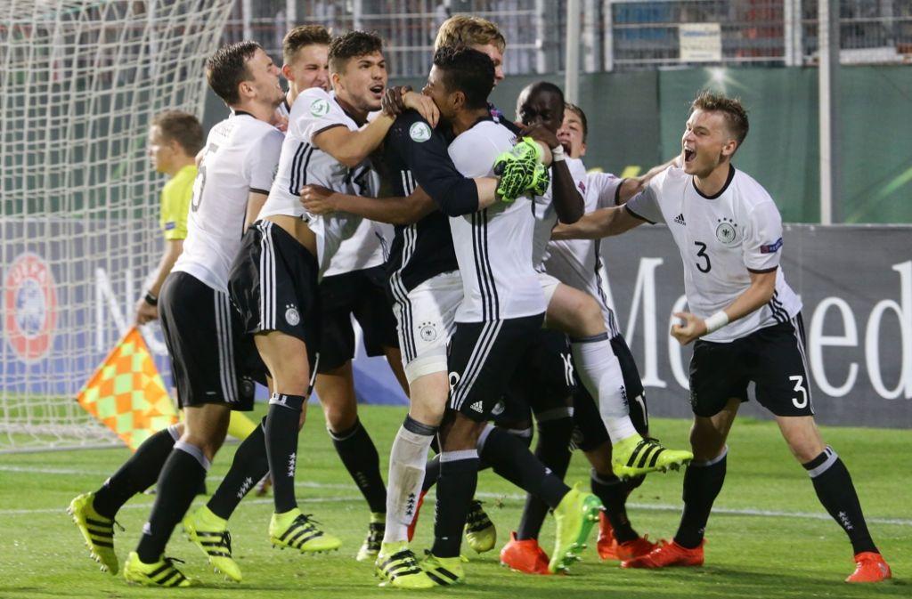 """Die """"Burschen"""" von Trainer Guido Streichsbier freuen sich über das Ticket zur WM. Foto: Pressefoto Baumann"""