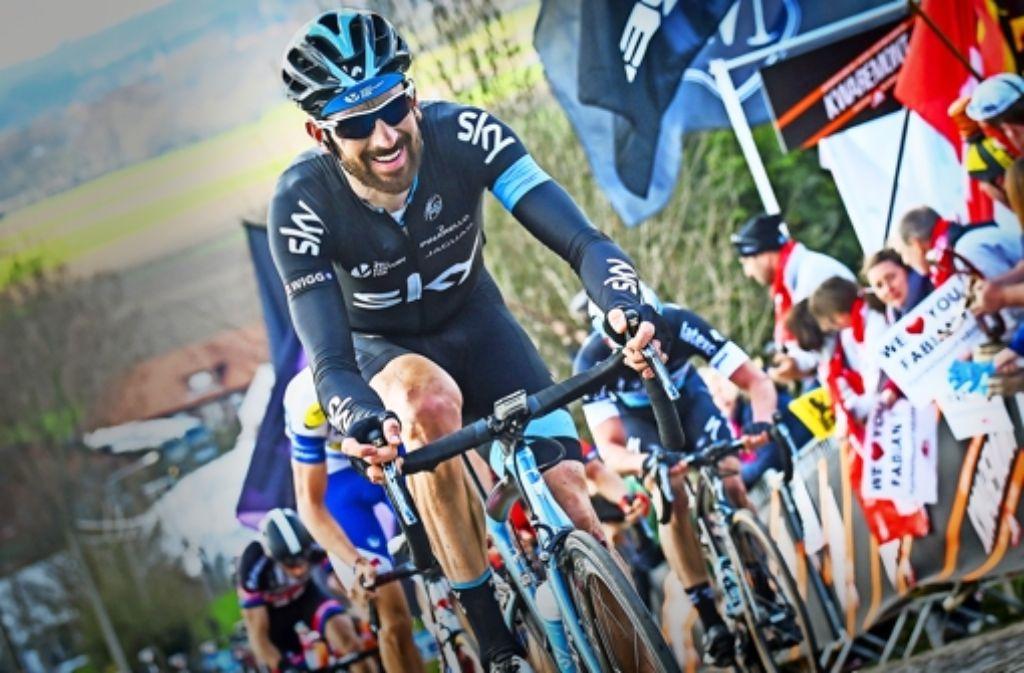 Geschüttelt und gerührt: Bradley Wiggins  fährt am Sonntag zum Abschied auf dem Pflaster von Paris-Roubaix auf Sieg Foto: AFP