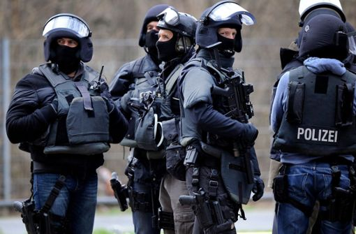 Spezialkräfte überwältigen bewaffneten 32-Jährigen