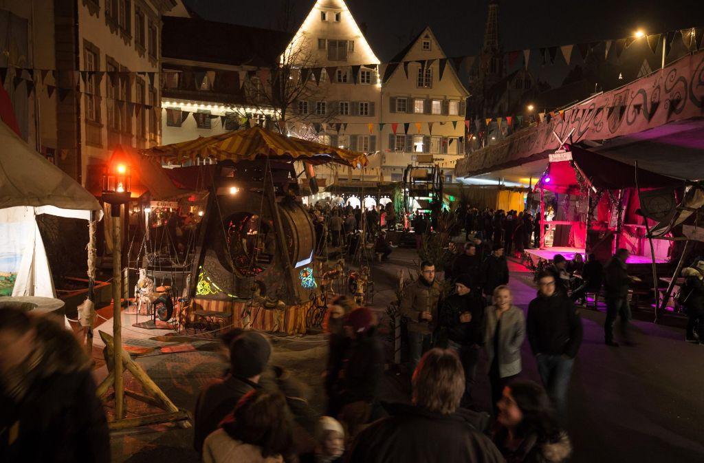 Der Weihnachtsmarkt in Esslingen hebt sich von allen anderen in der Region Stuttgart durch den angegliederten Mittelaltermarkt ab. Foto: 7aktuell/Marco Franzese