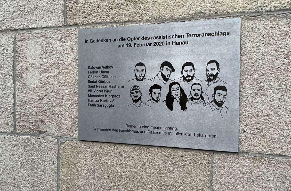 Die Gedenktafel an die Hanau-Opfer ist nun wieder weg! Foto: privat