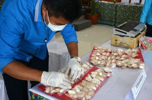 Schmuggler hat über ein Kilo Drogen im Magen