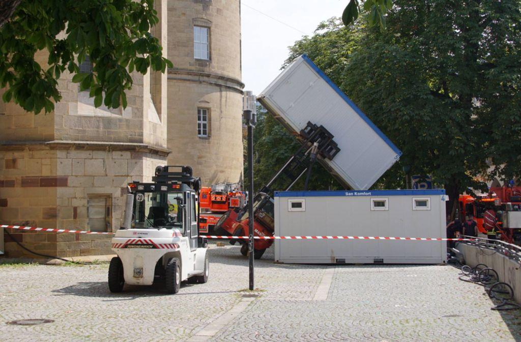 Am Schillerplatz in Stuttgart ist ein Gabelstapler umgekippt. Foto: 7aktuell.de/Andreas Werner