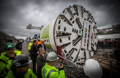 Auf den Fildern bohrt sich diese Maschine durch den Untergrund. Im Albvorland sollen es gleich zwei davon sein. Foto: Achim Zweygarth