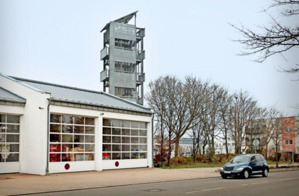 Rechts von der Fahrzeughalle ist auf dem Feuerwehrgelände an der Weilimdorfer Straße noch Platz für einen Anbau. Foto: factum/Granville