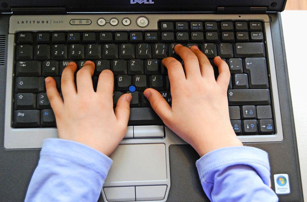 Der Nachwuchs nutzt PCs meist versiert – und oftmals zu ausdauernd.Tristan Scherrer kennt die Sorgen von Kindern und Eltern. Foto: dpa