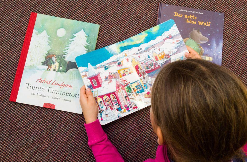 Kinder können sich ihr Wunschbuch nach Hause schicken lassen (Symbolbild). Foto: dpa/Patrick Pleul