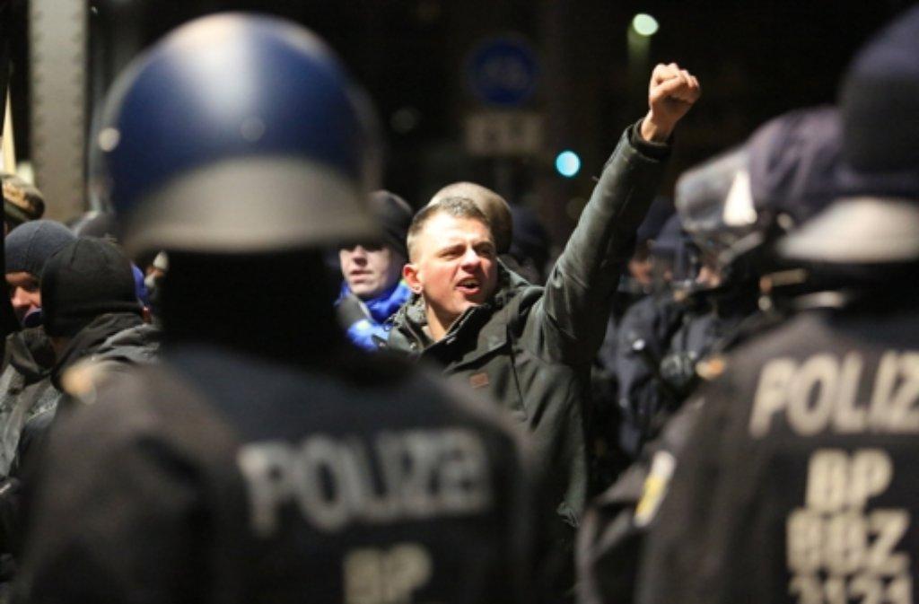 Eine Demonstration der Legida-Bewegung am Montag ist von der Stadt Leipzig untersagt worden. (Archivfoto) Foto: dpa