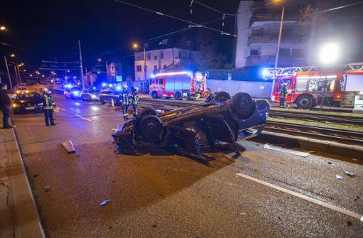 Auto überschlägt sich mehrfach – 21-Jähriger schwer verletzt