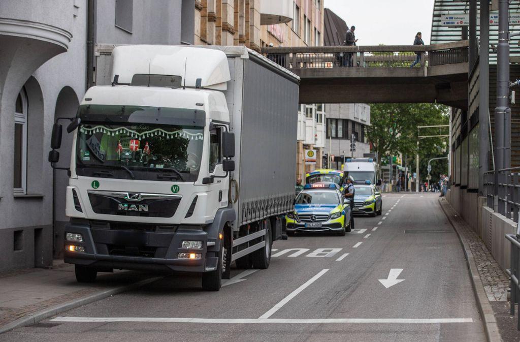 Der Kinderwagen rollte unbemerkt Richtung Straße. Foto: 7aktuell.de/Simon Adomat
