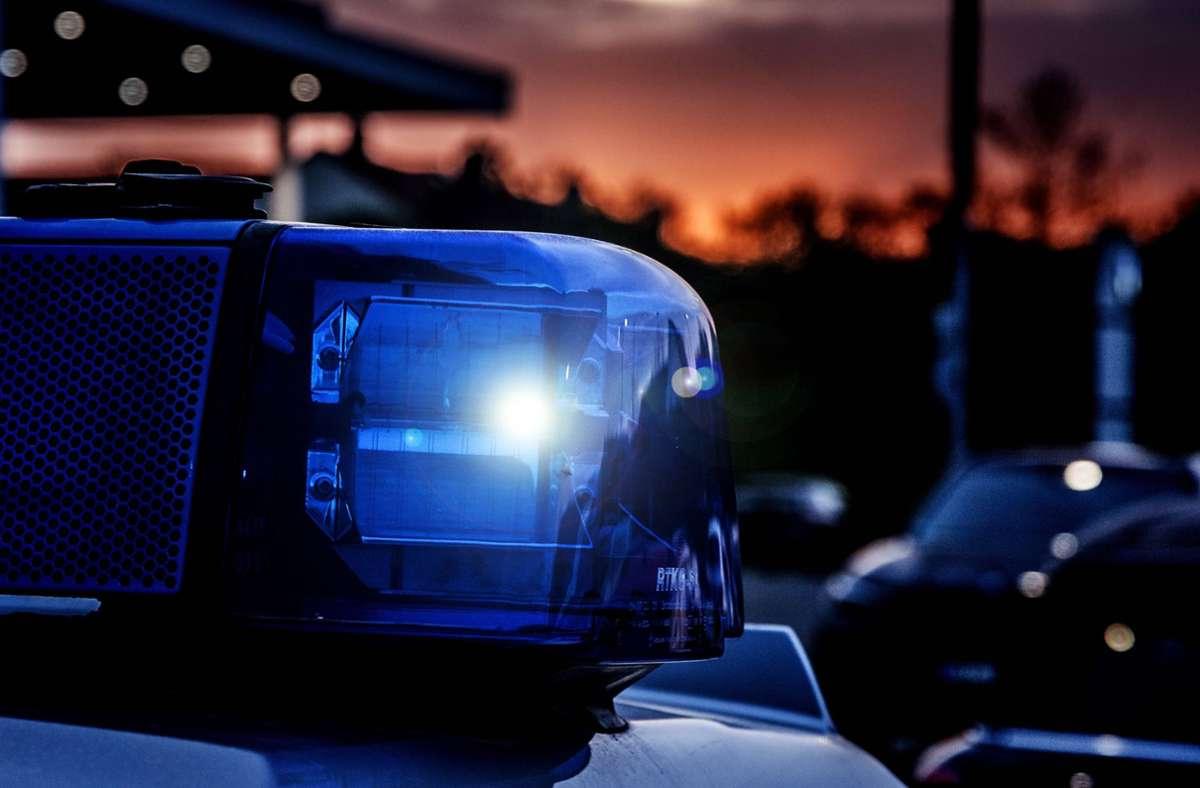 Die Polizei ermittelt unter anderem in Waiblingen im Zusammenhang mit dem  Verdacht auf gefälschte Impfausweise. (Symbolbild) Foto: imago images/Fotostand/Fotostand / K. Schmitt via www.imago-images.de