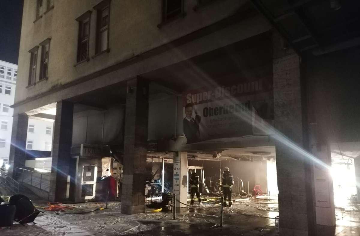 Die Feuerwehr ist in der Stephanspassage im Einsatz. Foto: Andreas Rosar