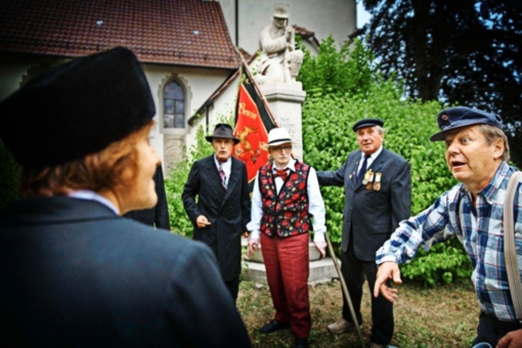 Rietenau, 1922: bei der Enthüllung des Kriegerdenkmals  wird heiß diskutiert und politisiert Foto: Gottfried Stoppel