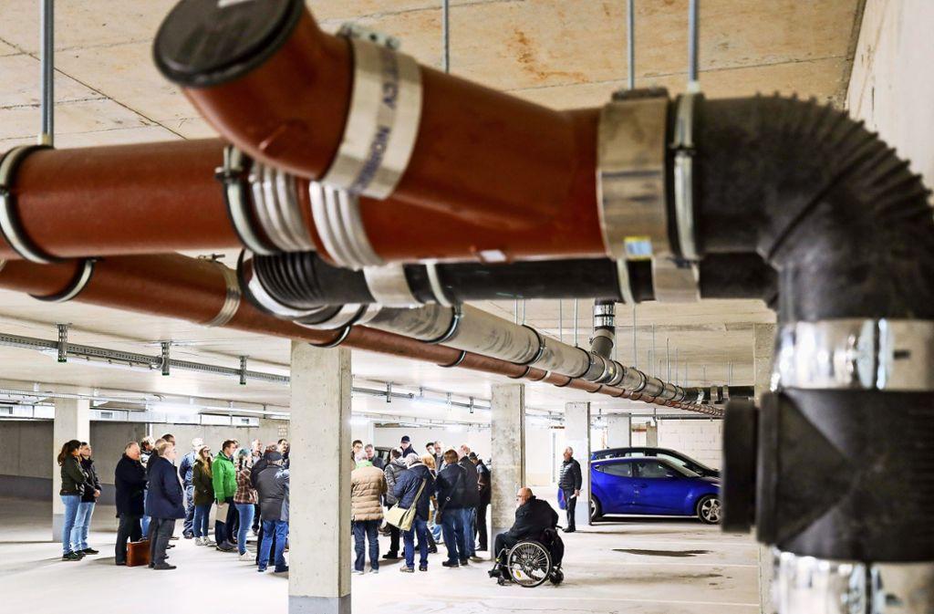 In zwei Stockwerken der Tiefgarage ist auch Technik sichtbar. Foto: factum/Simon Granville