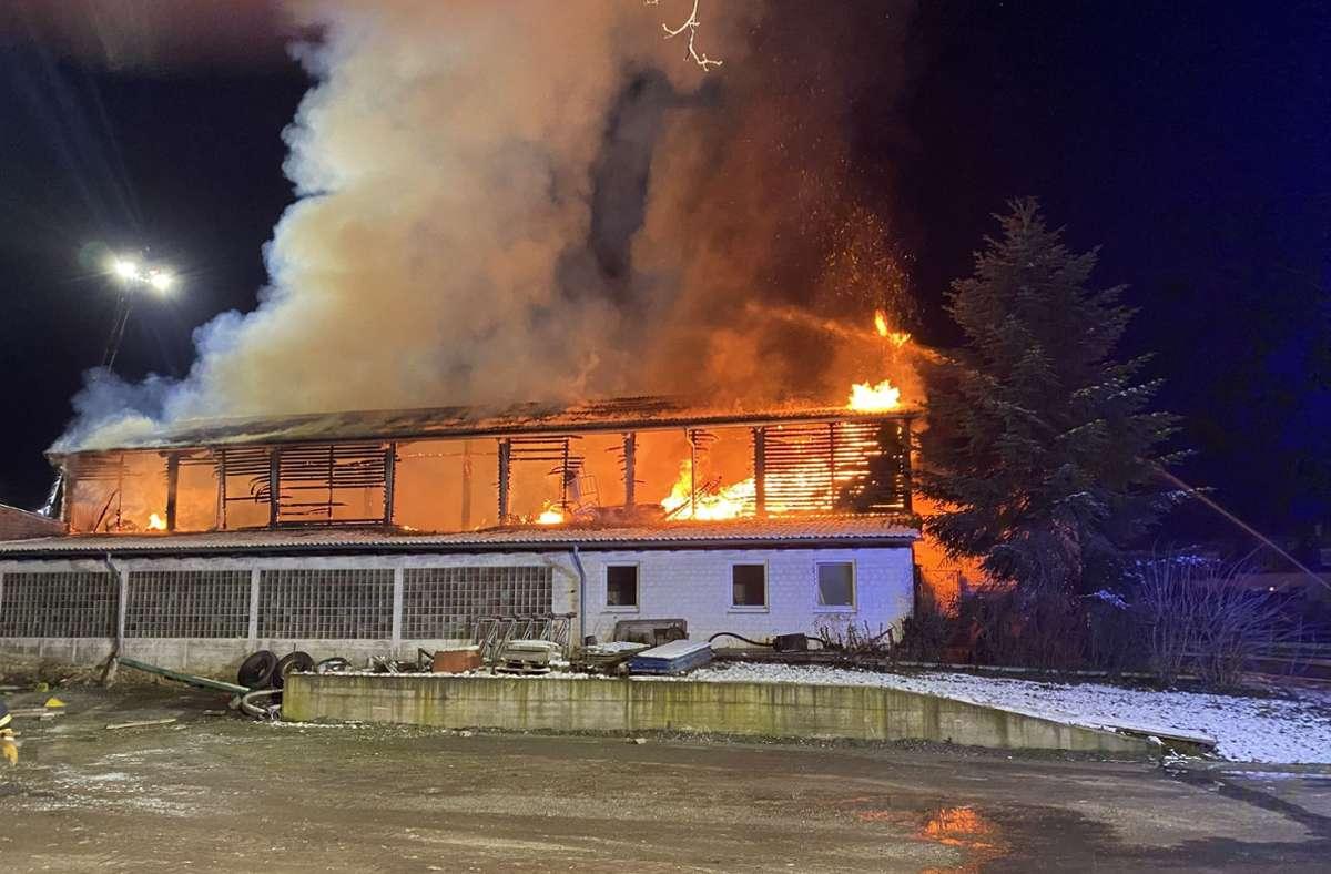 Die Scheune in Vaihingen an der Enz wurde ein Raub der Flammen. Foto: SDMG/SDMG / Hemmann