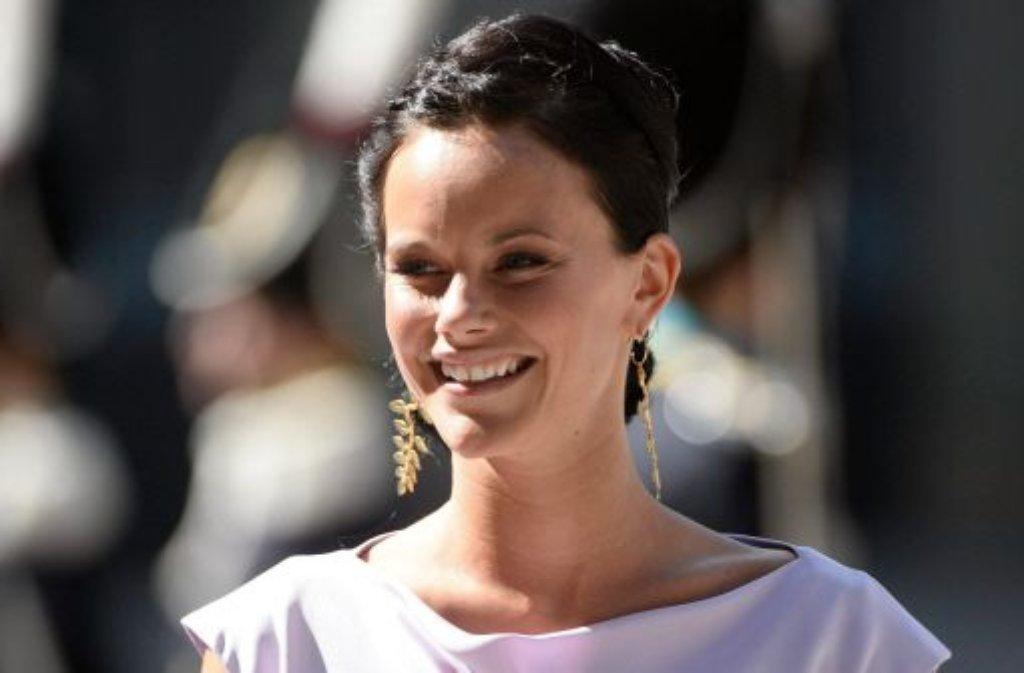 Trotz ihrer unroyalen Vergangenheit als TV-Sternchen hat die schwedische Königsfamilie die dunkelhaarige Schönheit Sofia Hellqvist mit der Stupsnase und der auffälligen Zahnlücke schon lange ins Herz geschlossen.  Foto: dpa