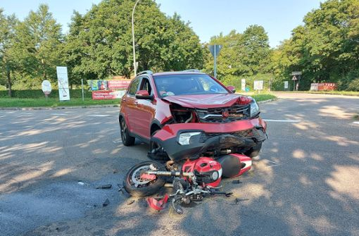Von Auto erfasst – 18-jähriger Biker schwer verletzt