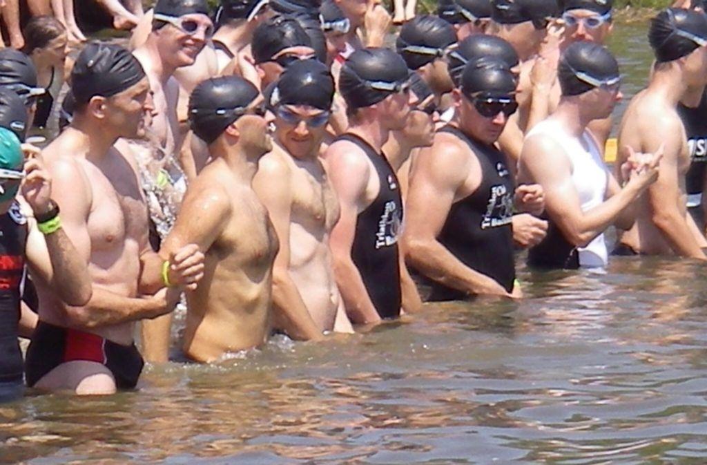 Der Start beim Welzheimer Triathlon im Aichstruter Stausee ist für alle ein Spektabel: für die Sportler und für die Zuschauer. Foto: privat