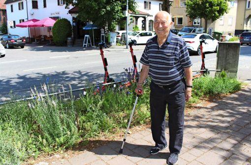 Bald 90-Jähriger pflegt das Grün am Straßenrand