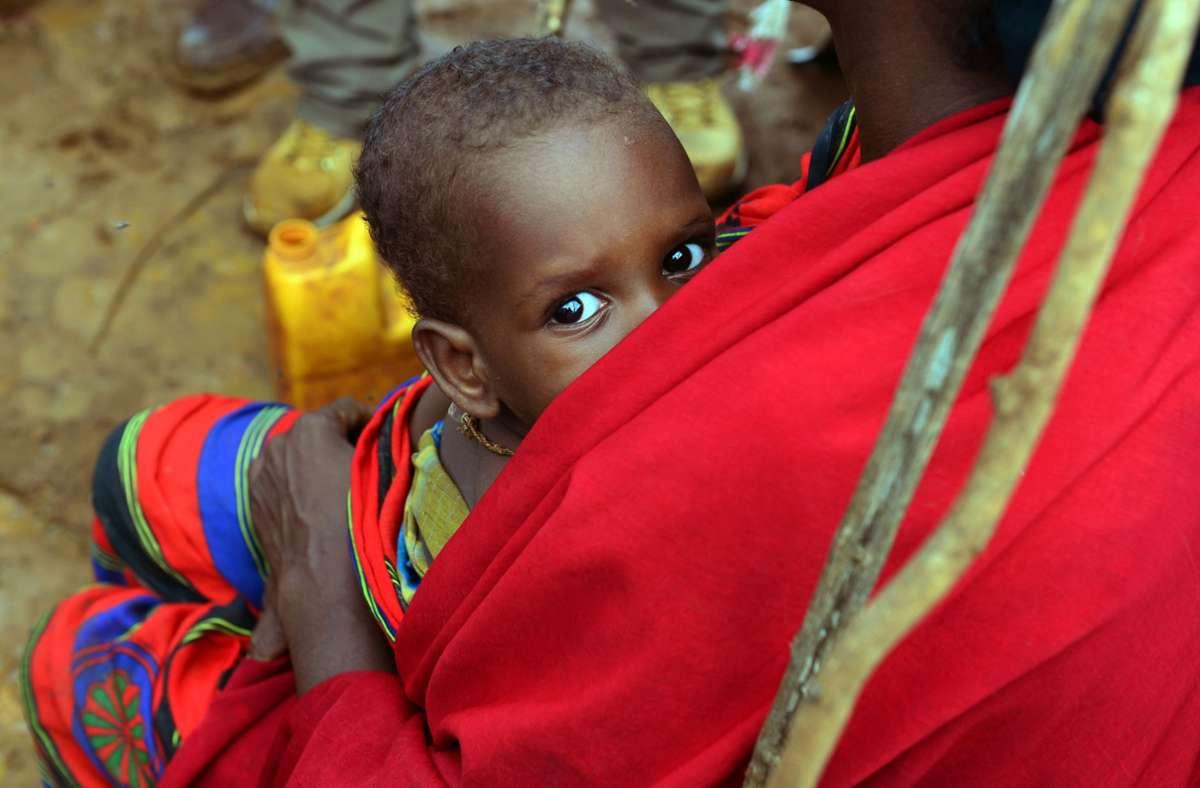 Schutz bei der Mutter: ein Flüchtlingslager in Somalia Foto: picture alliance / Maurizio Gamb