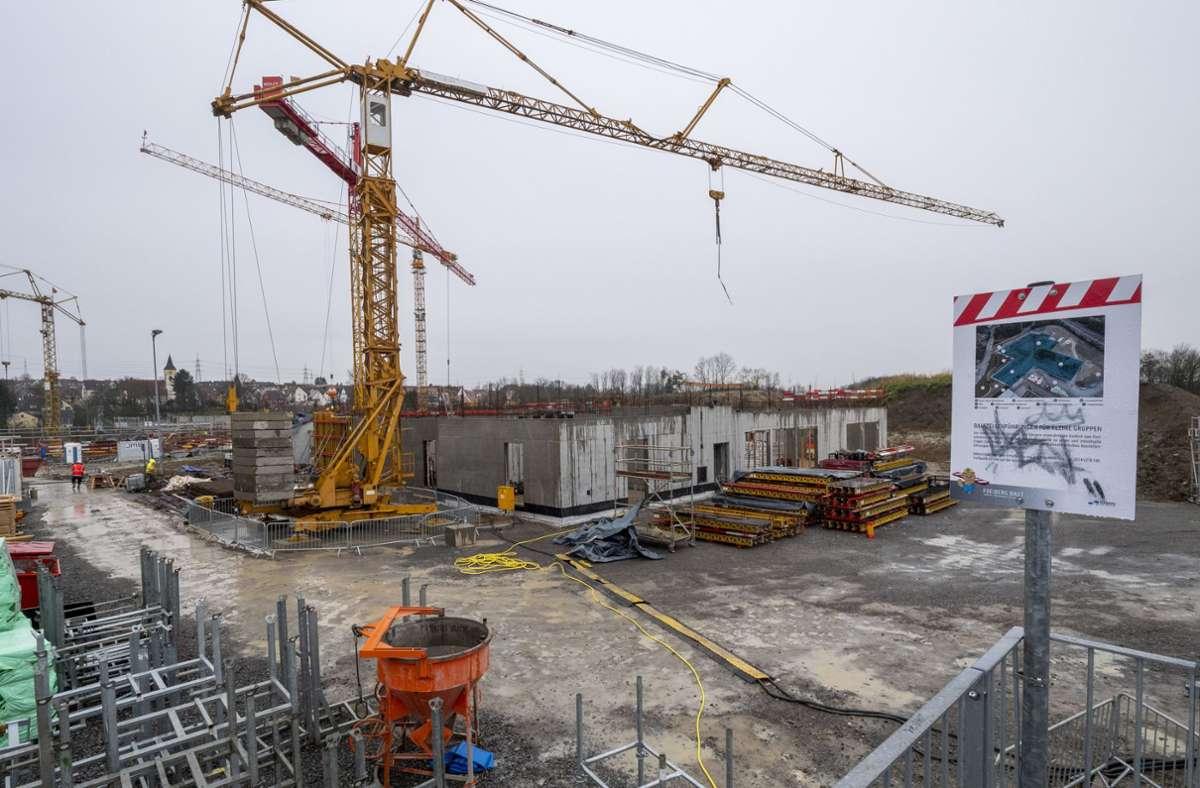 Die Arbeiten im Stadtzentrum von Freiberg am Neckar gehen nicht so voran wie geplant. Foto: factum/Andreas Weise