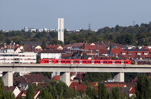 Jugendliche lösen Zugvollbremsung auf Viadukt aus