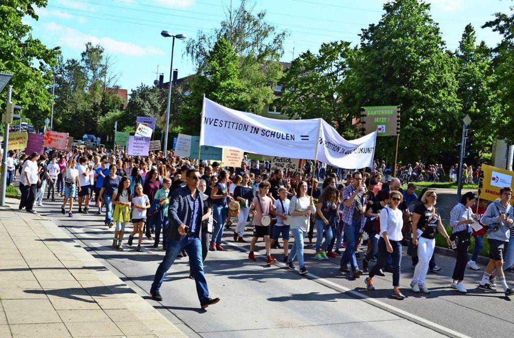 Vaihinger Schüler haben bereits im Sommer für bessere Gebäude demonstriert. Auch Turnhallen und Schwimmbäder sind den Stuttgartern wichtig. Foto: Hintermayr