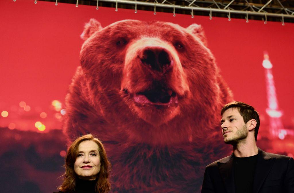 """Die französischen Schauspieler Isabelle Huppert und Gaspard Ulliel präsentieren in Berlin den Film """"Eva"""". Foto: AFP"""