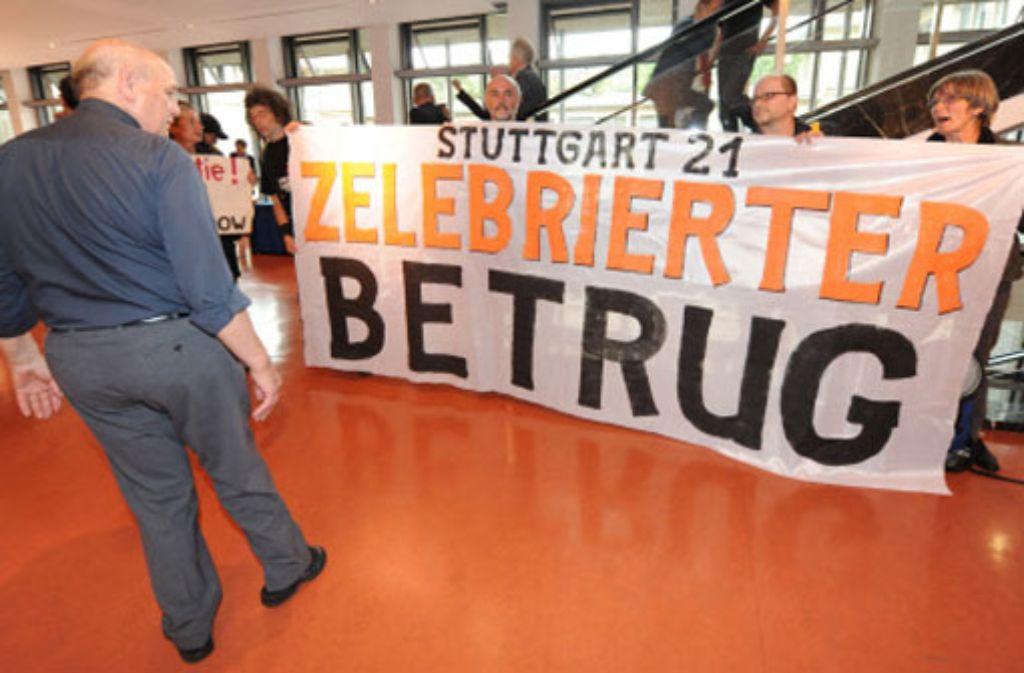 Schon während der Präsentation der Stresstestergebnisse warfen Stuttgart-21-Gegner der Projektpartnern Betrug vor. Foto: dpa