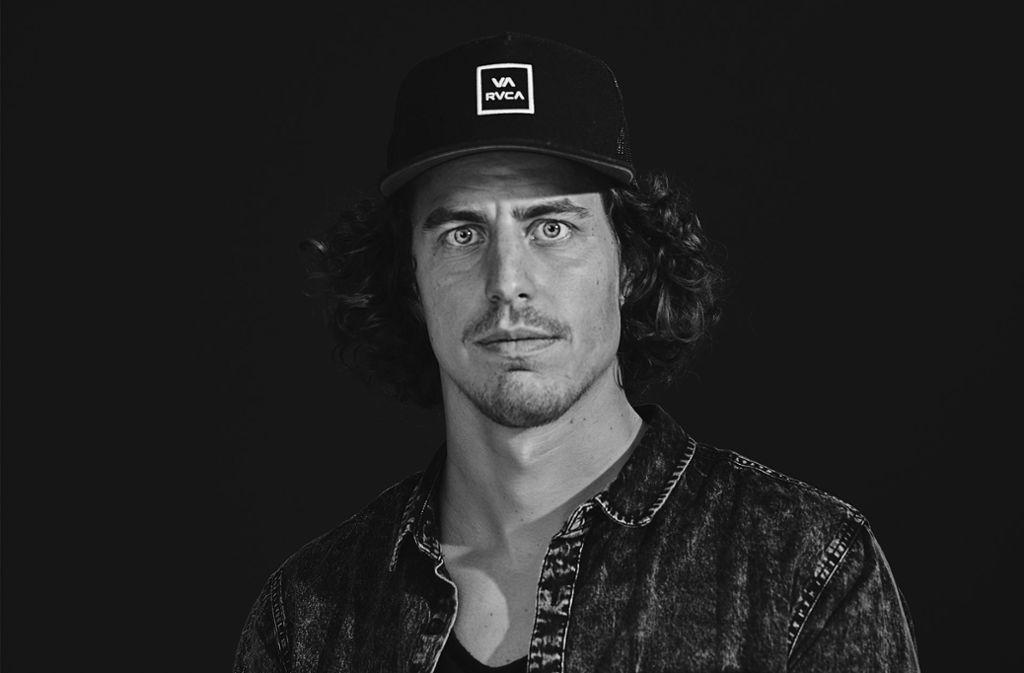 Lars Jockumsen  (32) aus Hamburg ist freier Fotograf und leidenschaftlicher Surfer. Sein Geld verdient er mit Werbefotografie, seine Passion lebt er an den Surfer-Hotspots weltweit aus Foto: Privat