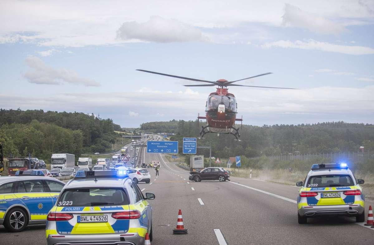 Die A8 war nach dem Unfall mehrere Stunden gesperrt. Foto: 7aktuell.de/Simon Adomat