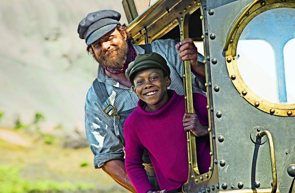 Diese beiden Freunde  nehmen einander ernst: Henning Baum als Lukas, der Lokomotivführer, Solomon Gordon als Jim Knopf. Foto: Verleih