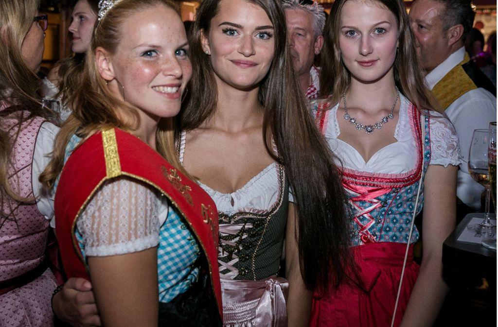 Am Freitag drängten wieder Hunderte Besucher auf den Cannstatter Wasen, um in den Festzelten zu feiern. Wir haben die Bilder vom Abend. Foto: 7aktuell.de/M. Constantinescu