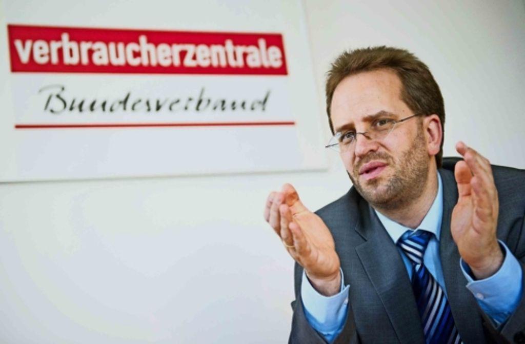 Klaus Müller, der Chef des Bundesverbands der Verbraucherzentralen (VZBV), sieht ein wachsendes Risiko für die Anleger durch die niedrigen Zinsen. Foto: dpa