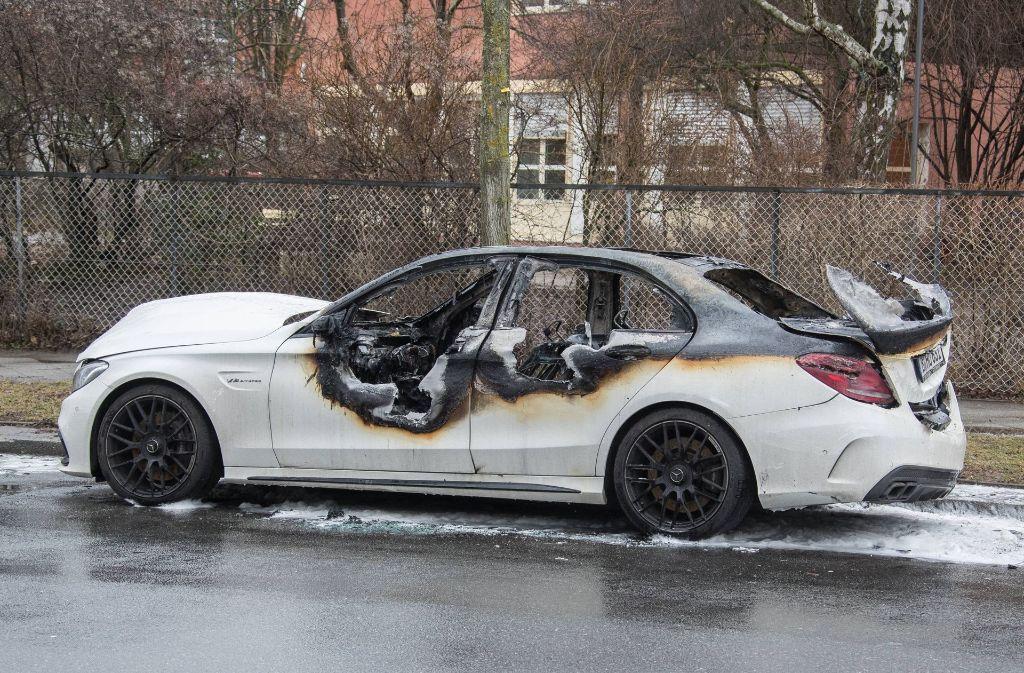 Abgefackelte Autos: Bei der Gewaltserie in Berlin-Neukölln geht die Polizei   von einem rechtsextremen Hintergrund aus. Foto: imago stock&people