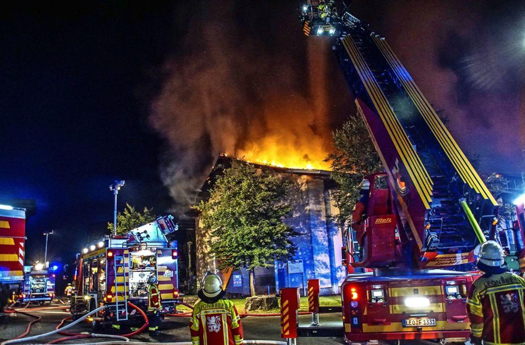 Auf rund 114 Stunden Einsatz am Stück brachten es die Einsatzkräfte der Leonberger Feuerwehr beim Brand in der Vergärungsanlage. Foto: SDMG/Dettenmeyer