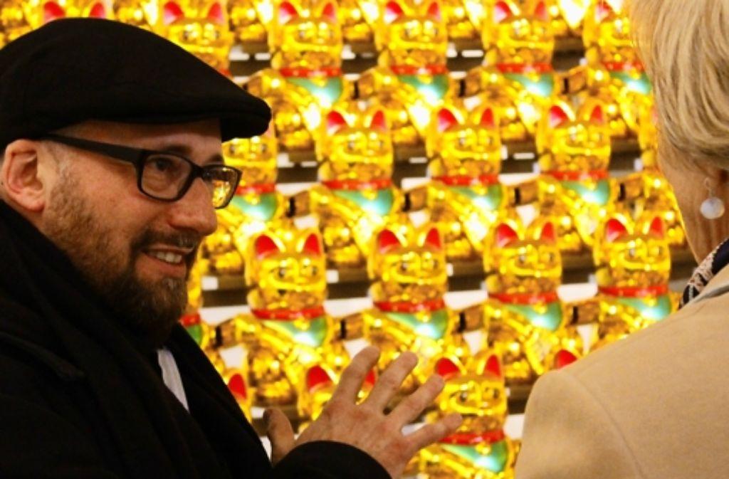 Goldene Winke-Katzen: Boris Petrovsky stellt seine Kunst in der Galerie Abtart aus. Foto: Martin Bernklau