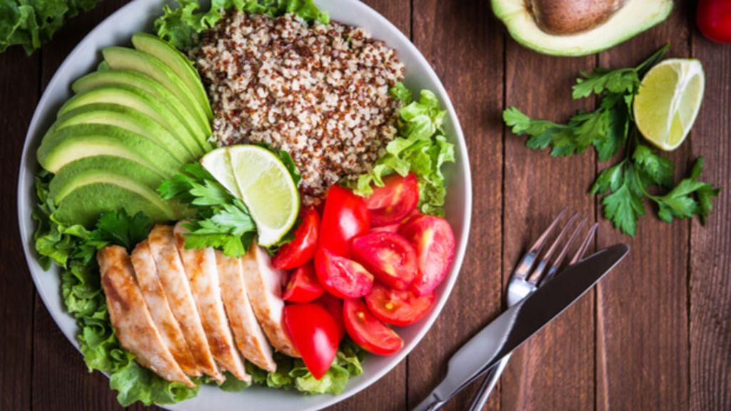 Richtig abnehmen. Nachhaltig und gesund Gewicht verlieren. Alle wichtigen Regeln im Überblick ✓ Foto: Elenadesign / Shutterstock.com