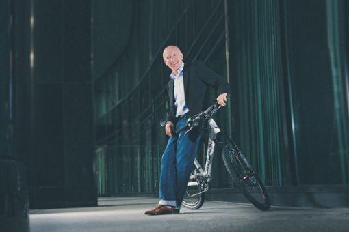 Pionier und Firmengründer Wolfgang Renner sitzt in seinem Unternehmen CENTURION und MERIDA in Magstadt fest im Sattel.