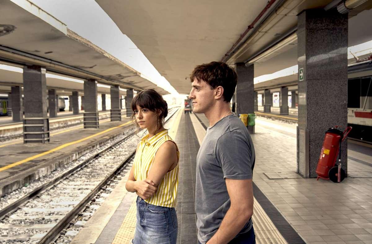 """Wissen nicht, wohin mit sich selbst: Daisy Edgar-Jones als Marianne und Paul Mescal als Connell in """"Normal People"""" Foto: Hulu/Starzplay"""