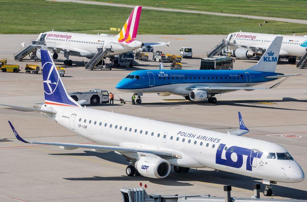 Wer mit Lot aus  Polen nach Stuttgart fliegt bekommt das Ticket in Euro angeboten – bei Germanwings in Zloty . Foto: Lichtgut/Christoph Schmidt